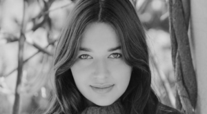 Dana Shapira Headshot